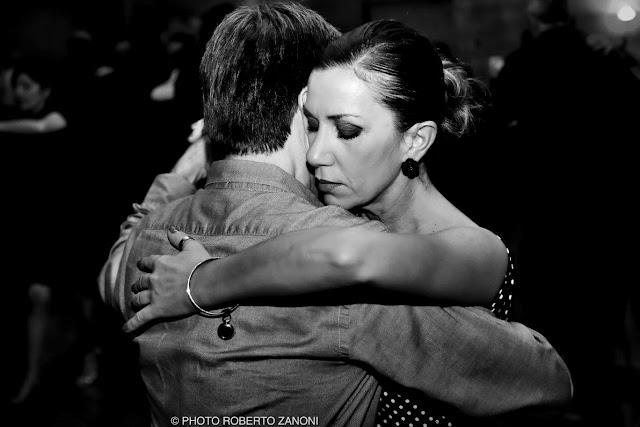 Ballerini di tango che danzano al Klima