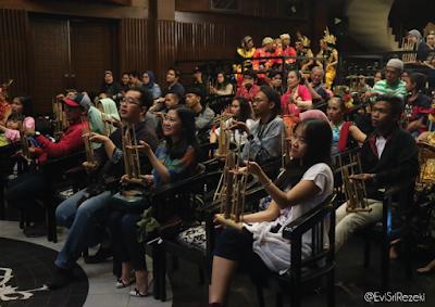 Pertunjukan Tari Sekar Kedaton, Dunia Pelangi Studio Tari Indrawati Lukman