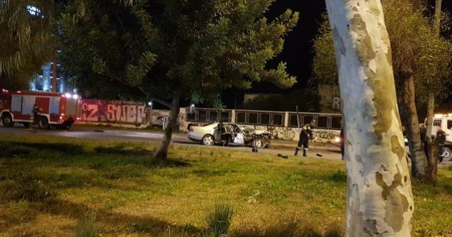 Τροχαίο στη Γλυφάδα: Ανατροπή με τους επιβαίνοντες σε αυτοκίνητο και μηχανή