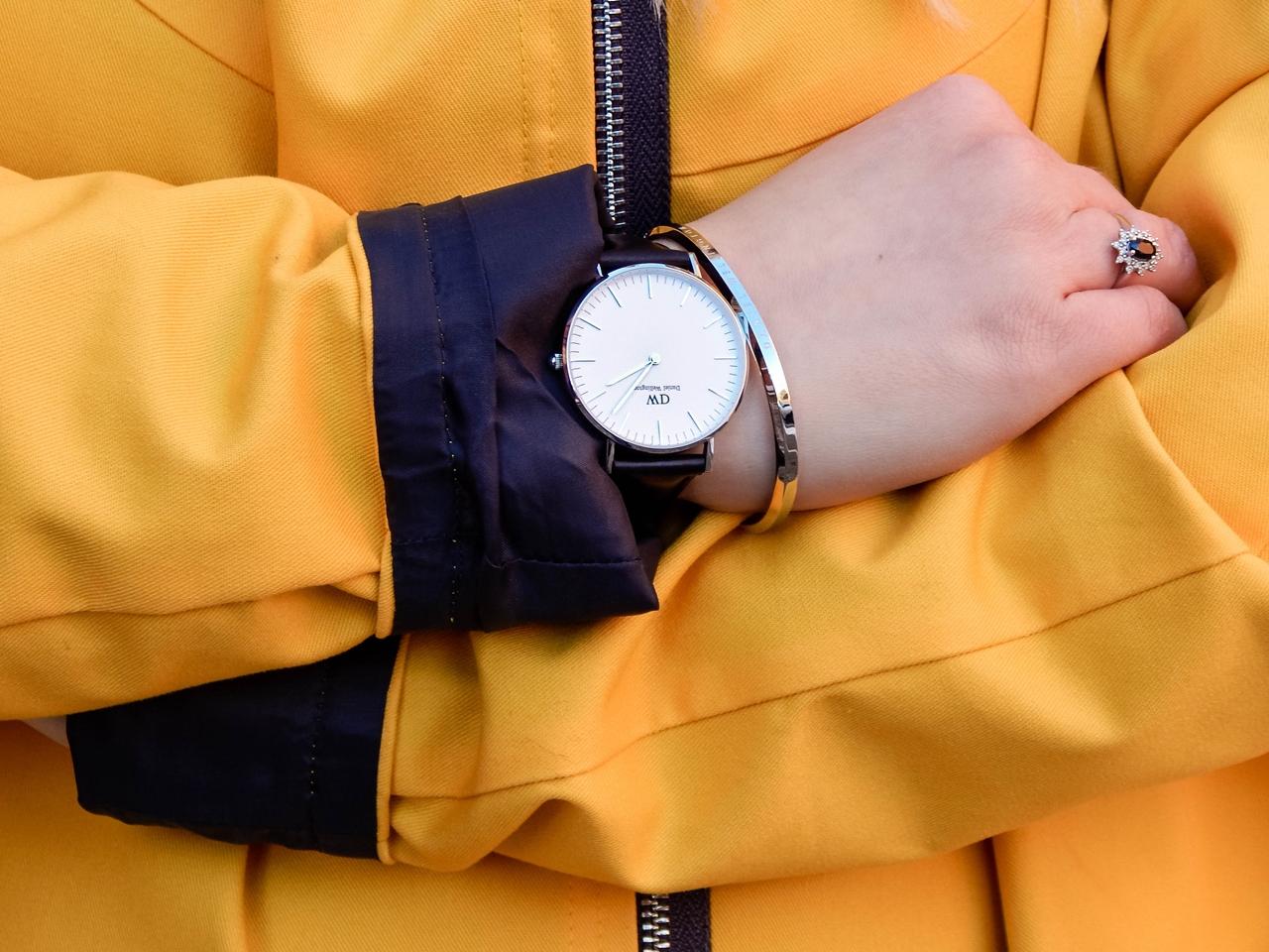 6 żółty płaszcz sztormiak kurtka w intendywnym kolorze daniel wellington kod zniżkowy blog melodylaniella łódź moda style ootd outfit lookbook