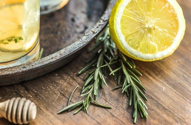 Lemon tidak hanya nikmat diminum, tetapi juga bisa memuluskan kulit wajah