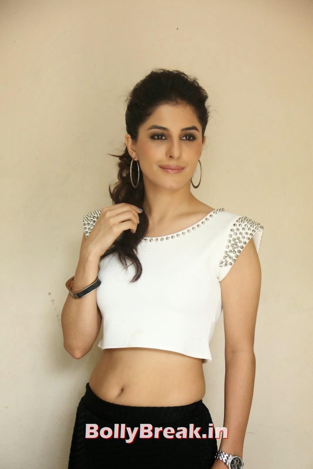 Isha Talwar (12), Isha Talwar Pics in Tank Top - Navel Pics - Bollybreak Glam Actress of the Day