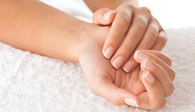 Γερά και όμορφα νύχια με τη βοήθεια του αμυγδαλέλαιου