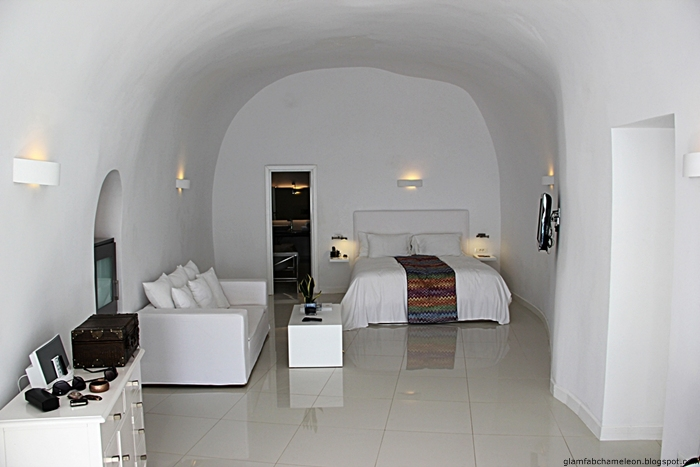 Chromata Santorini hotel white suite