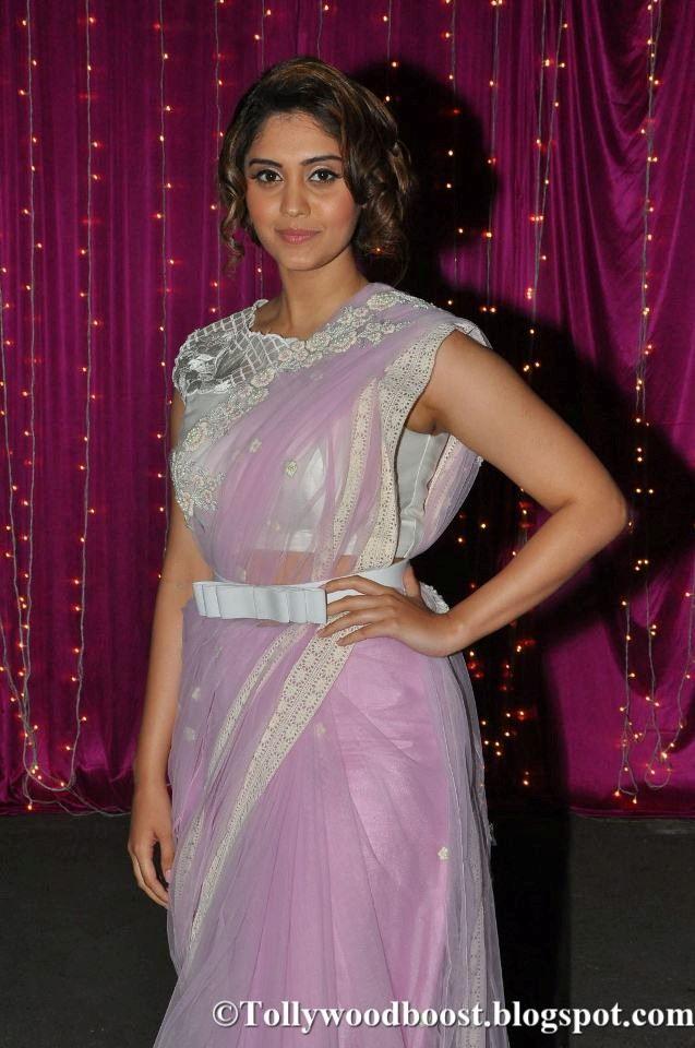 Actress Surabhi At Zee Telugu Apsara Awards 2017 In Violet