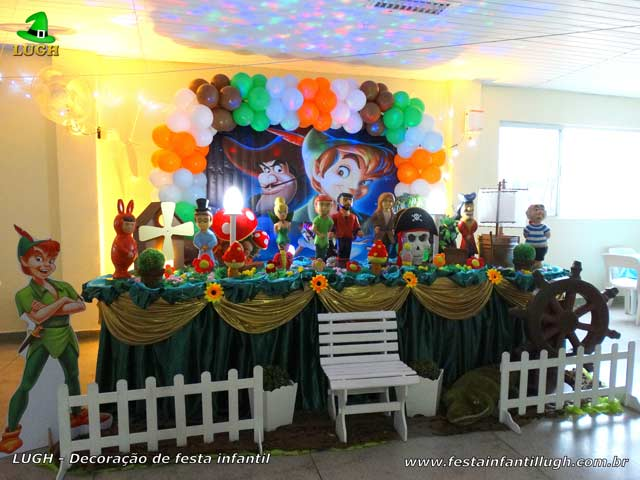 Peter Pan - Decoração de festa infantil com o tema Peter Pan para mesa do bolo de aniversário