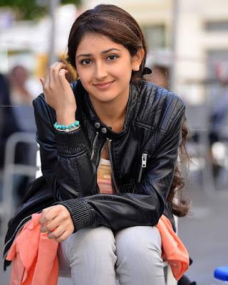 Sayesha Saigal Images