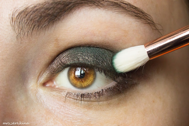 Green smoky eyes: step 3