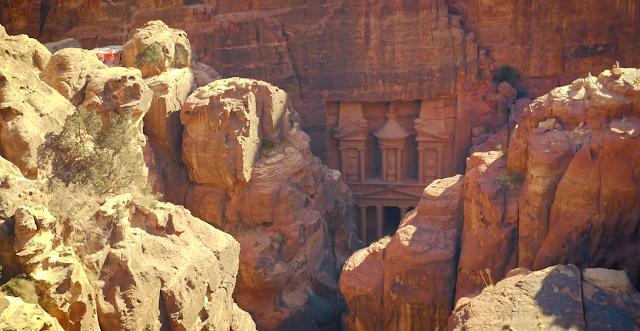 البتراء مدينة اردنية اثرية من ضمن عجائب الدنيا السبع الجديدة