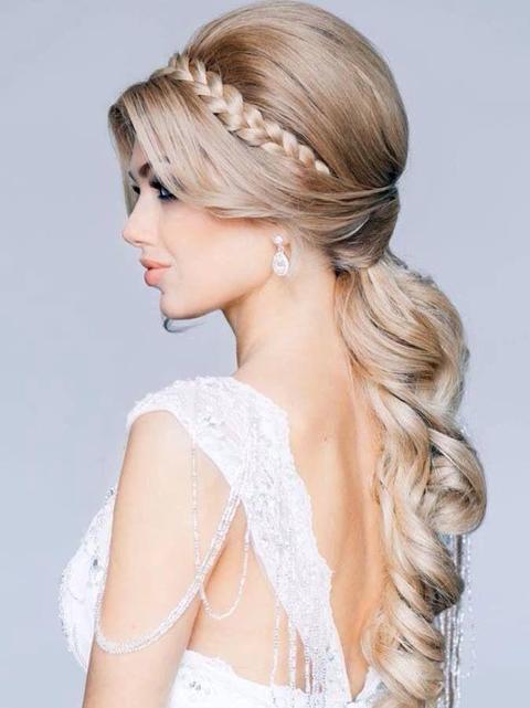 14 Gaya Model Rambut Pesta Untuk Orang Gemuk 2016