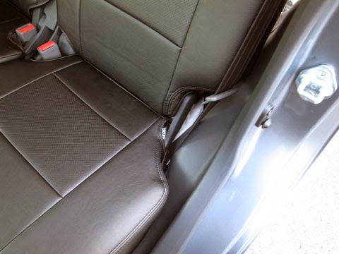 ムーヴカスタムla100sフロアのデッドニング&静音化 ドアからの乗車でシンサレートが僅かながら見えてしまいますのでこの部分はサンダム防音シートを敷いて隠しました。