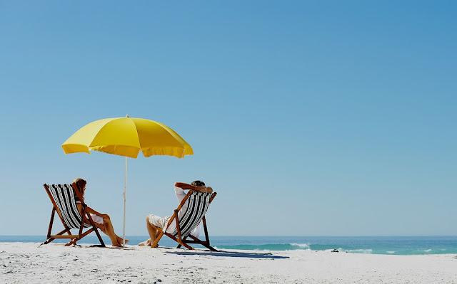 Γιατί τελικά η ομπρέλα δεν σε προστατεύει από τον ήλιο