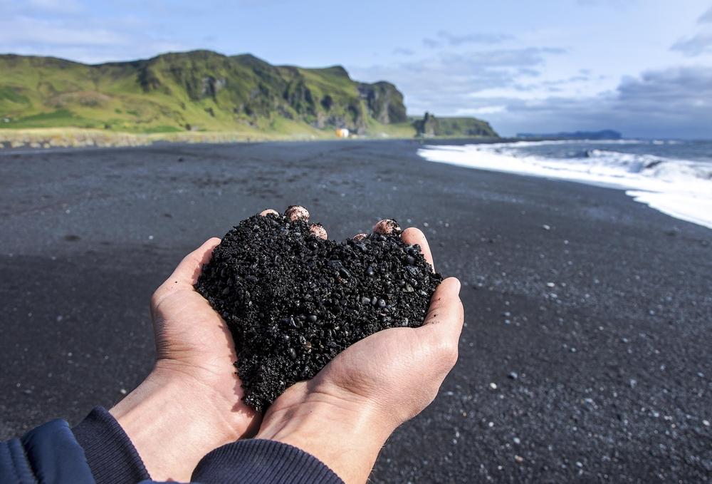 A la luz de la luna. - Página 5 Arena-volcanica-playas-negras-islandia