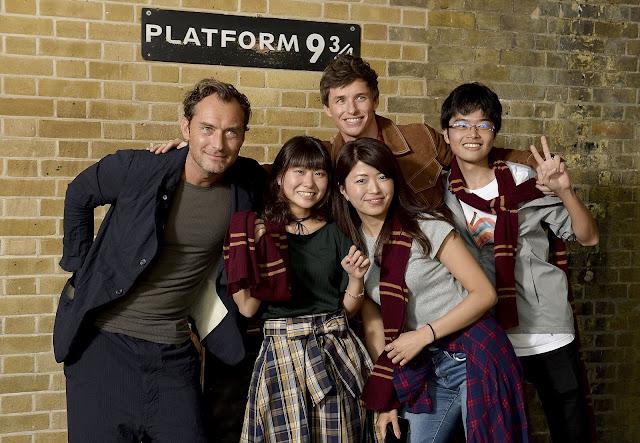 De Volta a Hogwarts: Eddie Redmayne e Jude Law celebram a data | Ordem da Fênix Brasileira
