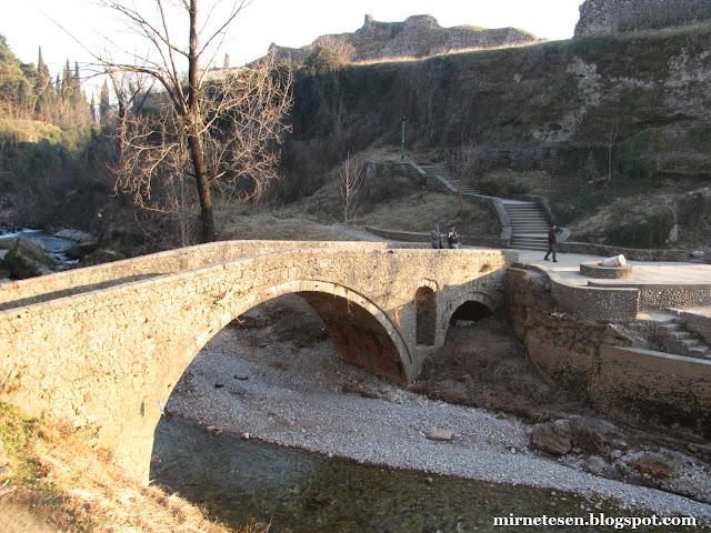 Подгорица: руины крепости Рыбница и мост времён Османской империи