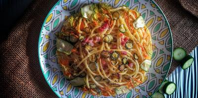 bucatini con zucchine e pancetta