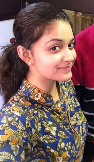 Cute Smiling images of Keerthi Suresh