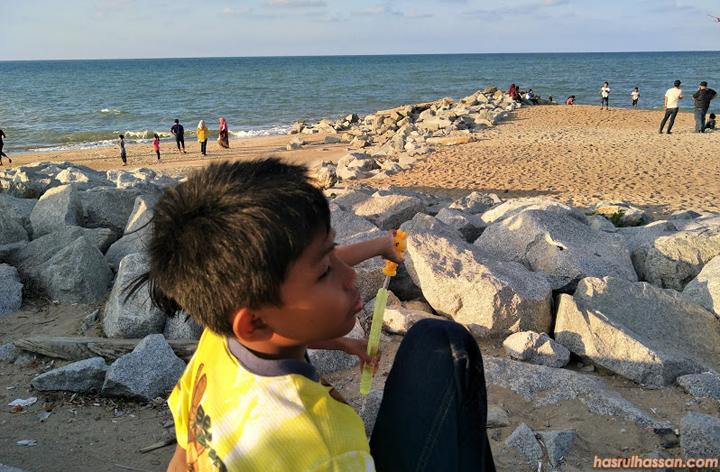 Bercuti ke Kota Bharu, Bersantai Petang di Pantai Cahaya Bulan