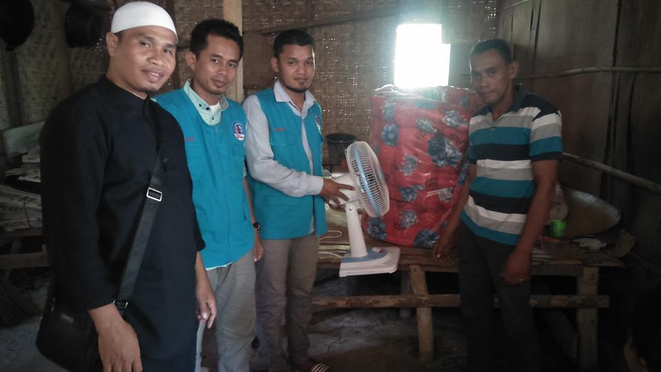 LPD Bantu Perlengkapan Tidur kepada Tgk. Ismail Penderita Lumpuh