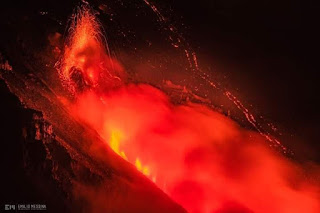 Reportan sismo cerca del volcan etna de italia.