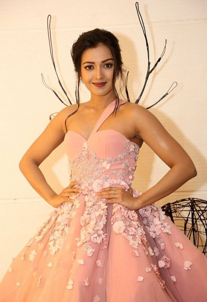Catherine Tresa In Pink Dress At Jio Filmfare South Awards 2017