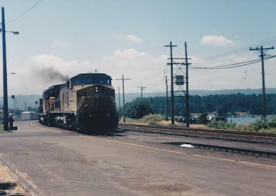 Union Pacific C41-8W #9416 in Vancouver, Washington, in June 1998.