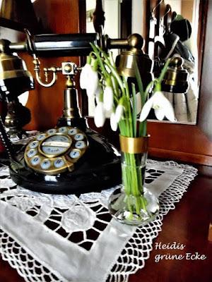 Lieblingsecke im Flur und Eingangsbereich: Vintage Telefon bei Bloggerin Heidi von Heidis grüne Ecke