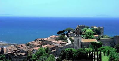 Castiglione della Pescaia and theTyrrhenian Sea.