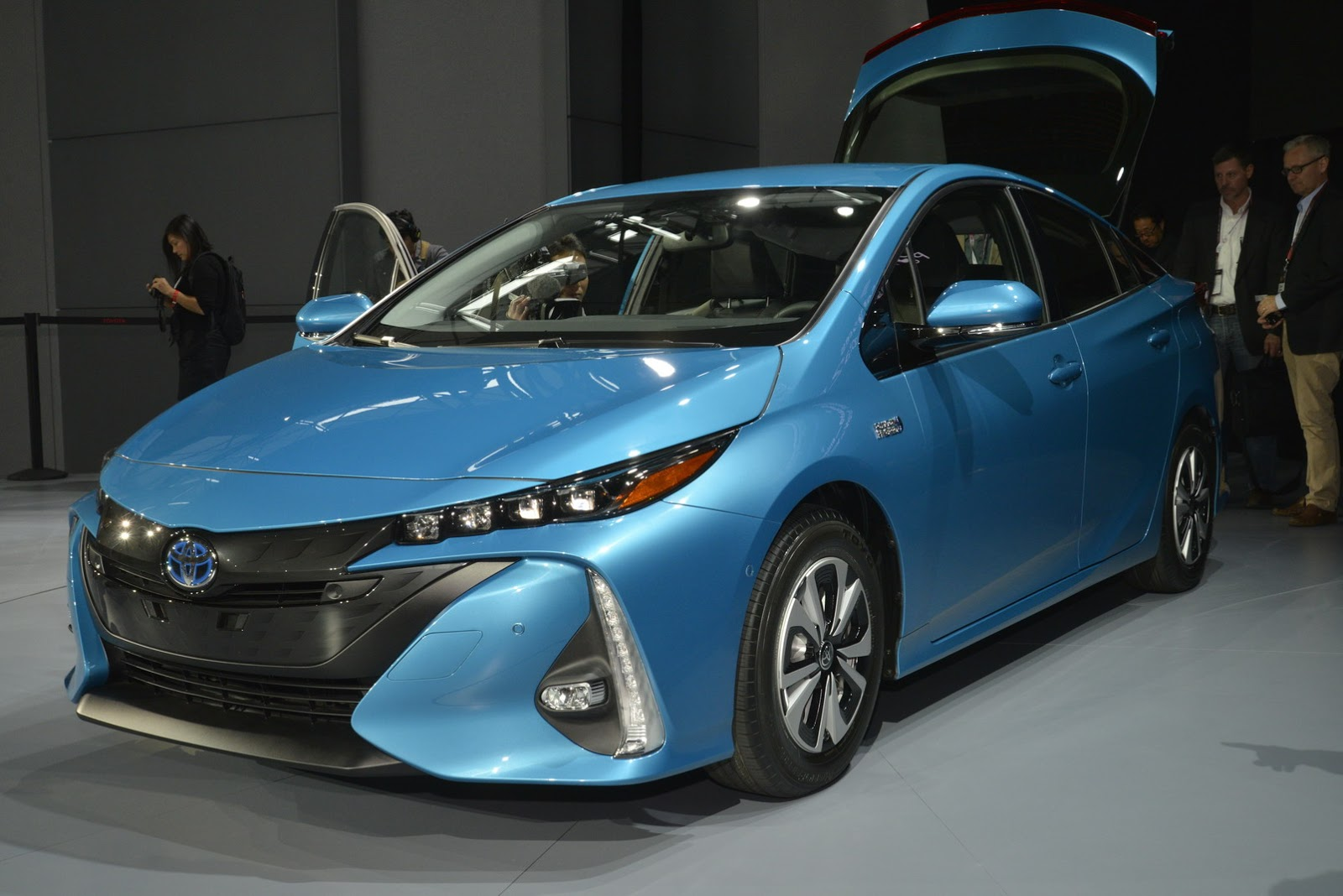 toyota primes its new 120mpge plug in hybrid prius carscoops. Black Bedroom Furniture Sets. Home Design Ideas