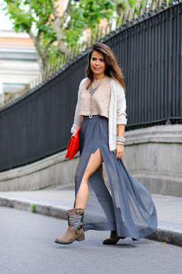Falda y Botas de Moda