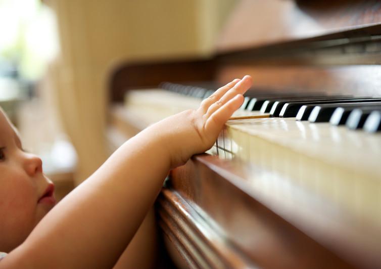 Nghiên cứu: 'Chơi nhạc' cùng con mang lại lợi ích cho trẻ hơn cả đọc sách