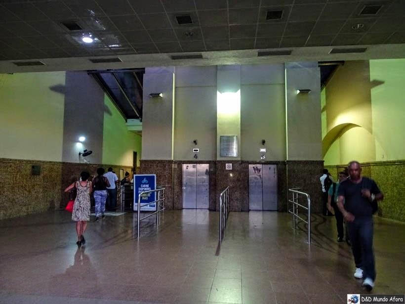 Parte interna do prédio do Elevador Lacerda - O que fazer em Salvador