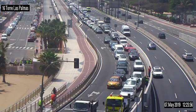 Retenciones por vehículo averiado acceso a Torre Las Palmas