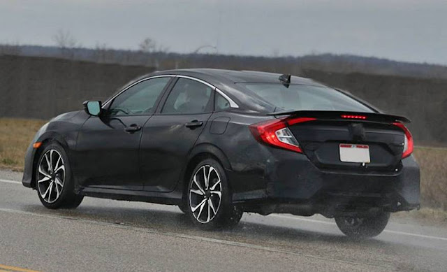 2017 Honda Civic Si Sedan with Four Doors and Medium Spice Level