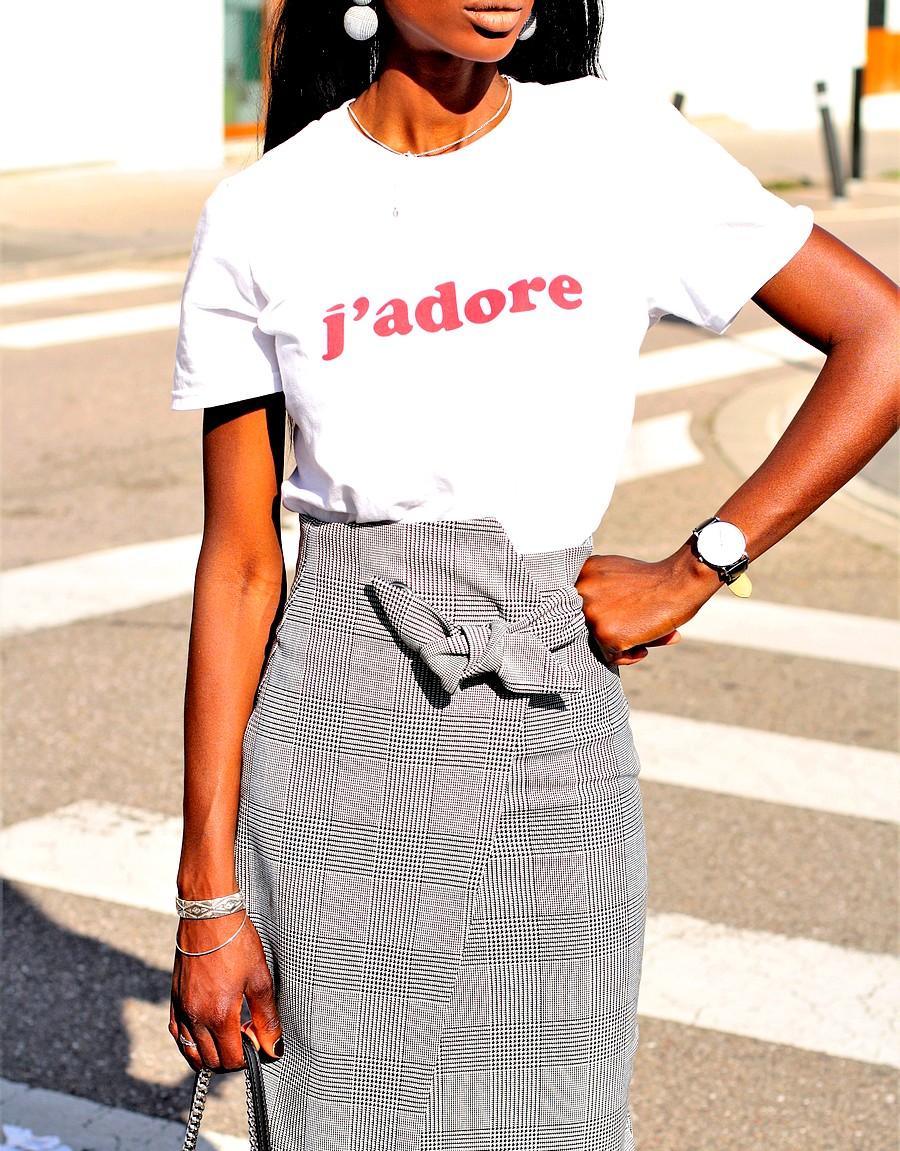 t-shirt-j-adore-jupe-carreaux