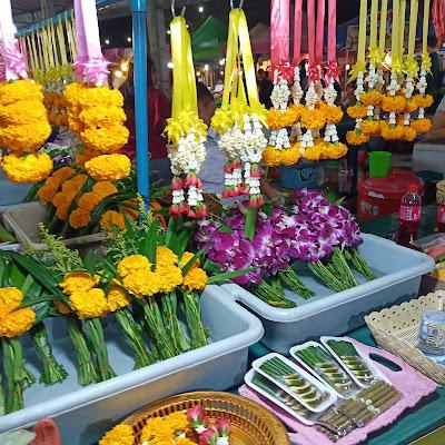 ตลาดนัด - ขายพวงมาลัย ดอกไม้