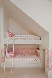 kamar tidur anak perempuan ukuran kecil bertingkat