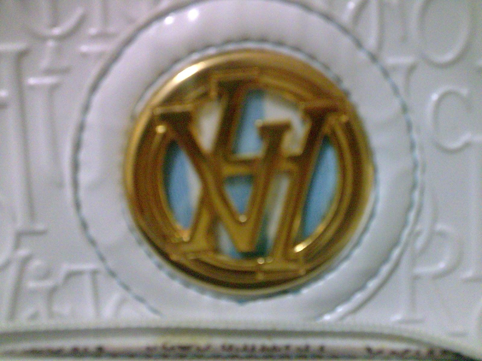83d6c4c0927 Bolsa fake  Metal mais fino e com banho dourado completamente infeior