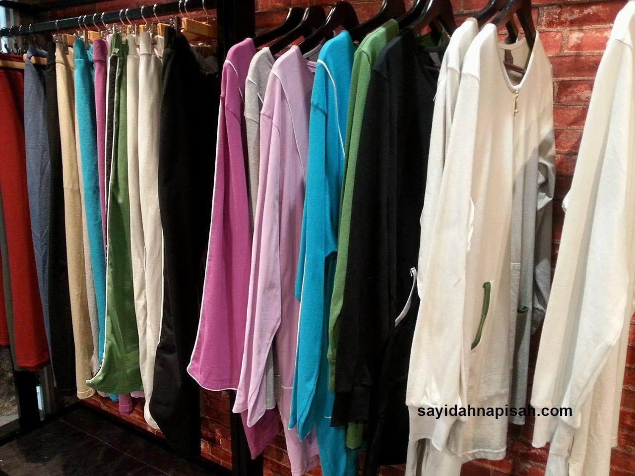 baju dan seluar sukan muslimah