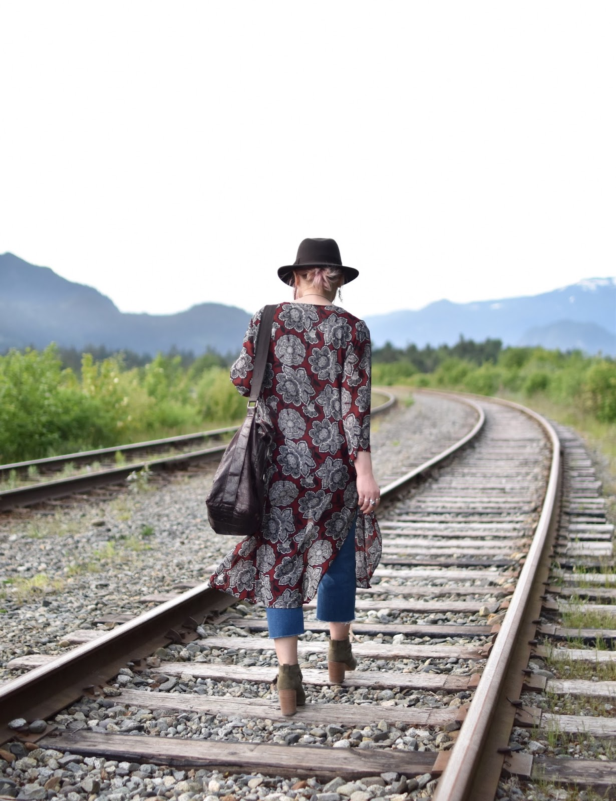 Monika Faulkner outfit inspiration - cropped jeans, floral kimono, ankle boots, felt fedora