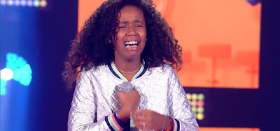 Karen Silva, de 12 anos, foi aprovada por Carlinhos Brown no The Voice Kids; adolescente teve reação inusitada
