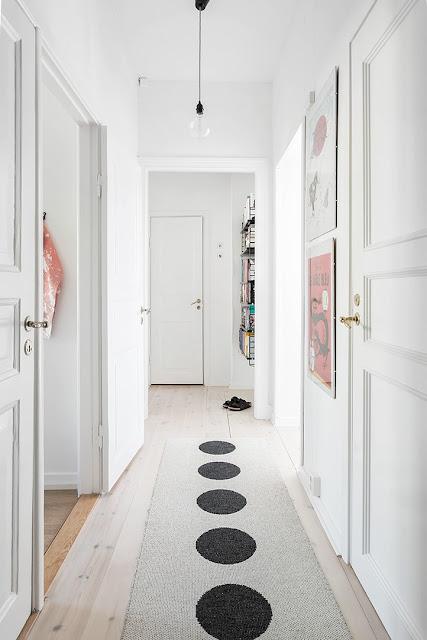 przedpokój w stylu skandynawskim, dywan w stylu skandynawskim