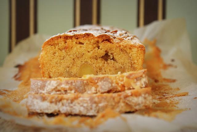 ciasta ucierane,ciasto na niedzielę,najprostsze wypieki,płatki migdała,brązowy cukier,jabłka,ciasto z jabłkami,szrlotka,jabłecznik