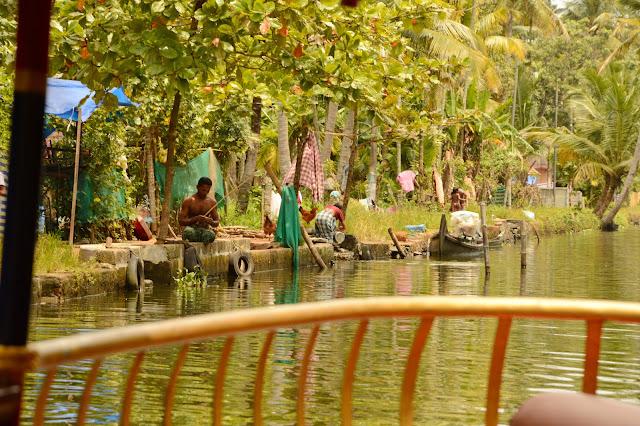 Alquilar una shikara en Kerala