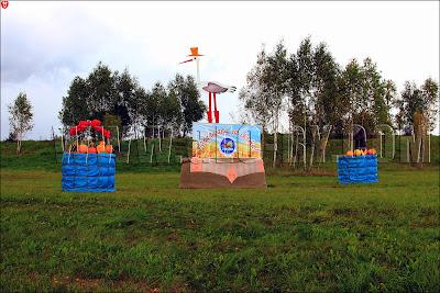 Соломенные бочки с аистом, дорога на Дожинки-2011