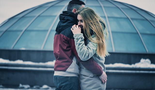 प्यार होते ही लड़कियों में बदल जाती हैं यह 6 आदते