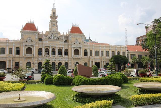 Rathaus Saigon (C) JUREBU