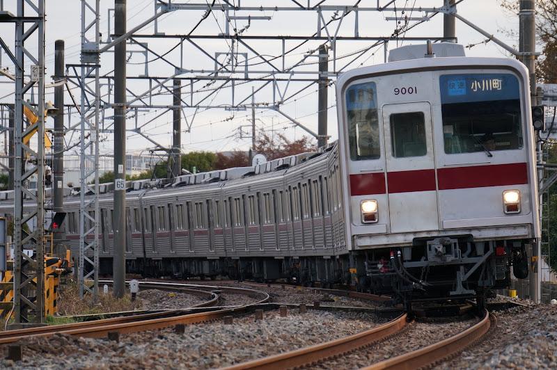東武東上線を走る東武9000系
