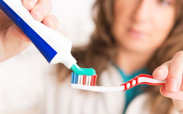 The-toothpastes-wonderful-uses-you-did-not-know