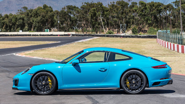 Best one 2017 Porsche 911 Carrera GTS coupe side view